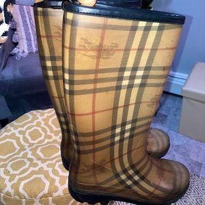 Burberry Nova Check Pattern Rubber Rain Boots